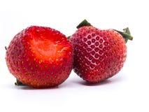 Primer tirado de fresas frescas Aislado en el fondo blanco Imagen de archivo