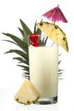 Primer tirado del milkshake de la piña. fotos de archivo libres de regalías