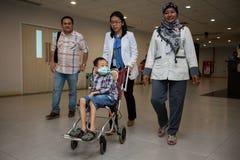 Primer trasplante de riñón del éxito para el niño en Indonesia, Jak Foto de archivo