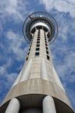 Primer V de las comunicaciones de la torre del cielo de Auckland y de la atracción turística Imagen de archivo