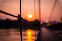 Primer y puesta del sol de la honda foto de archivo