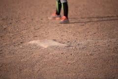 Primera base en campo de béisbol Fotos de archivo libres de regalías