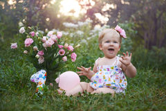 Primera celebración del cumpleaños en una tarde caliente del verano Foto de archivo