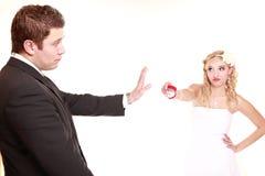 Primera crisis en boda. Dificultades de la relación de los pares de la boda. Imágenes de archivo libres de regalías