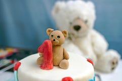 Primera decoración del cumpleaños en la torta Imagen de archivo libre de regalías