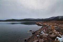 Primera nieve en la orilla Fotos de archivo libres de regalías