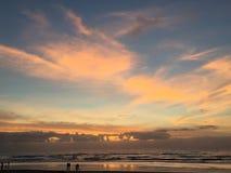 Primera puesta del sol del Año Nuevo 2017 Fotos de archivo