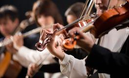 Primera sección de violín de la orquesta imagen de archivo libre de regalías