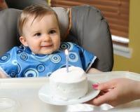 Primera torta de cumpleaños del muchacho Imagen de archivo libre de regalías