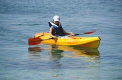 Primeras lecciones kayaking Imágenes de archivo libres de regalías