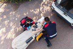 Primeros auxilios del paramédico Fotos de archivo libres de regalías