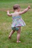 Primeros pasos de progresión del bebé Fotografía de archivo