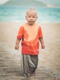 Primeros pasos de progresión del bebé Fotos de archivo