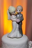 Primeros preciosos de la torta de boda de los momentos Imagen de archivo libre de regalías