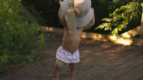 Primi punti afroamericani felici del bambino stock footage