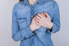 Primi sintomi dei problemi con il concetto del cuore Potato vicino su fotografia stock