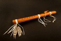 Primitieve Antieke Inheemse Amerikaanse Fluit Stock Foto's