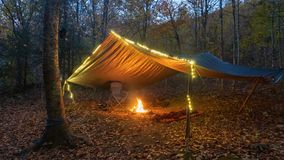 Free Primitive Tarp Shelter With Campfire And Fairy Lights. Survival Bushcraft Setup In The Blue Ridge Mountains Near Asheville. During Royalty Free Stock Photo - 163489465