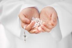 Primo dettaglio del rosario di comunione santa Fotografia Stock Libera da Diritti