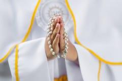 Primo dettaglio del rosario di comunione santa Fotografia Stock