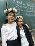 Primo giorno delle ragazze alla scuola fotografia stock libera da diritti