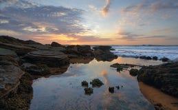 Primo mattino alla spiaggia di Bungan Fotografia Stock