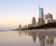 Primo mattino alla spiaggia di paradiso dei surfisti Fotografia Stock Libera da Diritti