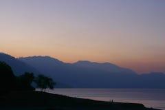 Primo mattino atitlan del lago immagine stock