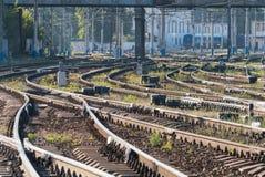 Primo mattino dei binari ferroviari Fotografie Stock