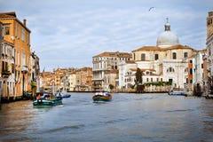 Primo mattino della città di Venezia. La città è sveglia Fotografie Stock Libere da Diritti