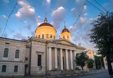 Primo mattino nella città La cattedrale di ascensione nella città di Tver', Russia immagini stock