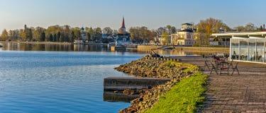 Primo mattino sul lungomare di Haapsalu, Estonia fotografia stock