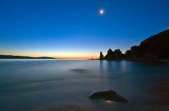 Primo mattino sulla riva del mare orientale Immagini Stock Libere da Diritti