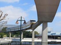 Primo piano ad alta velocità del treno della monorotaia Immagini Stock
