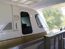 Primo piano ad alta velocità del treno della monorotaia Fotografie Stock Libere da Diritti
