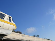 Primo piano ad alta velocità del treno della monorotaia Fotografia Stock