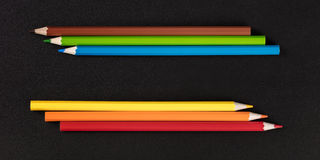Primo piano affilato multicolore delle matite immagine stock