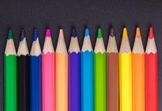 Primo piano affilato multicolore delle matite fotografia stock libera da diritti