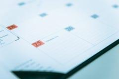 Primo piano al 25 dicembre su programma del calendario Immagini Stock Libere da Diritti