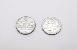 Primo piano al simbolo di stato dell'Utah sulla moneta del dollaro quarto su fondo bianco Immagini Stock Libere da Diritti