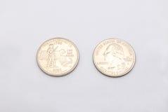 Primo piano al simbolo di stato di Massachusetts sulla moneta del dollaro quarto su fondo bianco Immagini Stock Libere da Diritti