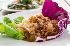 Primo piano, alimento tailandese: insalata del pomelo con l'uovo sodo Fotografia Stock Libera da Diritti