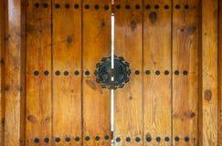 Primo piano alla porta di entrata di legno nel fondo coreano di stile di tradizione fotografia stock