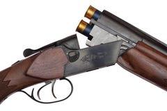 Primo piano aperto del fucile a doppia canna isolato Fotografia Stock