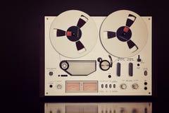 Primo piano aperto dell'annata del registratore della piastra di registrazione della bobina di stereotipia analogica Fotografia Stock