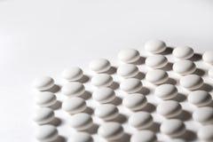 Primo piano bianco delle pillole Immagini Stock Libere da Diritti