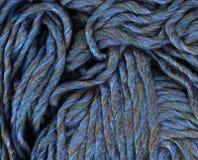 Primo piano blu del tessuto del filato Immagini Stock Libere da Diritti