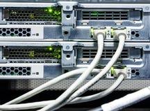 Primo piano, cavi e connettori dello scaffale del supercomputer del router Fotografia Stock Libera da Diritti