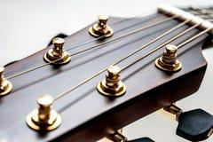 Primo piano classico della chitarra acustica Fotografie Stock
