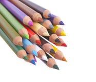 Primo piano colorato delle matite su bianco fotografia stock